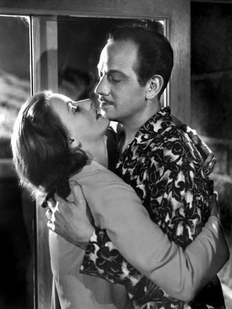 https://imgc.allpostersimages.com/img/posters/la-femme-aux-deux-visages-two-faced-woman-by-george-cukor-with-greta-garbo-1941-b-w-photo_u-L-Q1C2B2T0.jpg?artPerspective=n