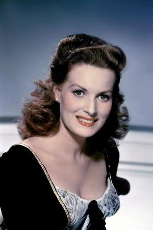 https://imgc.allpostersimages.com/img/posters/la-fiere-creole-the-foxes-of-harrow-by-john-m-stahl-with-maureen-o-hara-1947-photo_u-L-Q1C34C40.jpg?artPerspective=n