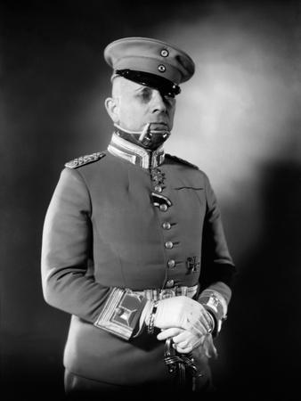 https://imgc.allpostersimages.com/img/posters/la-grande-illusion-by-jeanrenoir-with-erich-von-stroheim-1937-b-w-photo_u-L-Q1C3MSE0.jpg?artPerspective=n