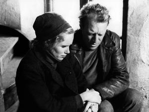 La Honte THE SHAME (SKAMMEN) by IngmarBergman with Liv Ullmann and Max von Sydow, 1968 (b/w photo)