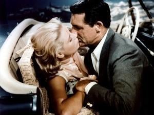 La Main au Collet TO CATCH A THIEF by AlfredHitchcock with Cary Grant and Grace Kelly, 1955 (photo)
