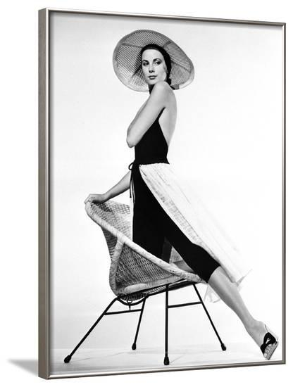 La Main au Collet TO CATCH A THIEF by AlfredHitchcock with Grace Kelly, 1955 (b/w photo)--Framed Photo