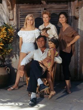 La Nuit by l'iguane THE NIGHT OF THE IGUANA by John Huston with Sue Lyon, Deborah Kerr, Ava Gardner