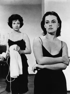 La nuit La Notte by Michelangelo Antonioni with Monica Vitti and Jeanne Moreau, 1960 (b/w photo)