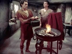 La tunique THE ROBE by HenryKoster with Richard Burton and Victor Mature, 1953 (photo)