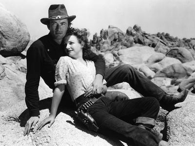 https://imgc.allpostersimages.com/img/posters/la-ville-abandonnee-yellow-sky-by-william-wellman-with-anne-baxter-and-gregory-peck-1948-b-w-phot_u-L-Q1C2I630.jpg?artPerspective=n