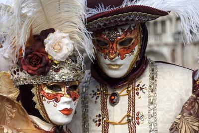 https://imgc.allpostersimages.com/img/posters/lady-and-gentleman-in-red-and-white-masks-venice-carnival-venice-veneto-italy-europe_u-L-PWFD4U0.jpg?p=0