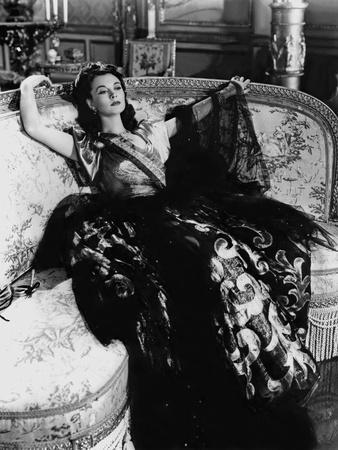 https://imgc.allpostersimages.com/img/posters/lady-hamilton-by-alexander-korda-with-vivien-leigh-1941-b-w-photo_u-L-Q1C1OR50.jpg?artPerspective=n