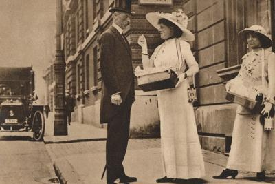 https://imgc.allpostersimages.com/img/posters/lady-pilkington-selling-roses-at-the-first-anniversary-of-alexandra-rose-day-25-june-1913-1935_u-L-Q1EFA030.jpg?artPerspective=n