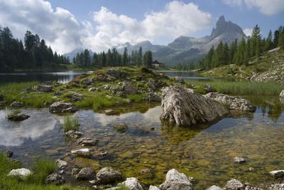 https://imgc.allpostersimages.com/img/posters/lago-federa-rifugio-palmieri-croda-da-lago-dolomites-italy_u-L-Q1EY2AB0.jpg?artPerspective=n