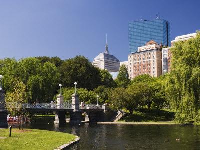 https://imgc.allpostersimages.com/img/posters/lagoon-bridge-in-the-public-garden-boston-massachusetts-new-england-usa_u-L-P1K2PH0.jpg?p=0