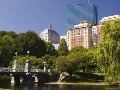 https://imgc.allpostersimages.com/img/posters/lagoon-bridge-in-the-public-garden-boston-massachusetts-usa_u-L-P2HFWK0.jpg?p=0