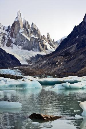 https://imgc.allpostersimages.com/img/posters/laguna-torre-and-cerro-torre-patagonia-argentina_u-L-Q10TIDN0.jpg?p=0