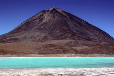 https://imgc.allpostersimages.com/img/posters/laguna-verde-atacama-desert-bolivia_u-L-Q10VEZF0.jpg?artPerspective=n