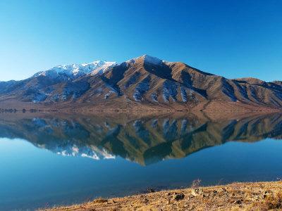 https://imgc.allpostersimages.com/img/posters/lake-benmore-in-winter-waitaki-valley-south-island-new-zealand_u-L-P2TAQ20.jpg?p=0