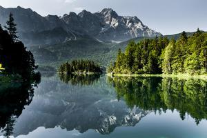 Lake Eibsee with 'Zugspitze'