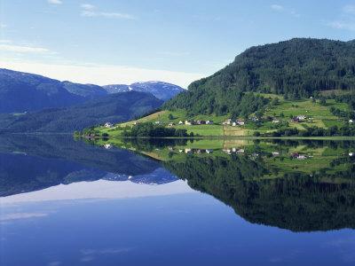 https://imgc.allpostersimages.com/img/posters/lake-granvinvatnet-voss-norway-scandinavia-europe_u-L-P7XIRW0.jpg?p=0