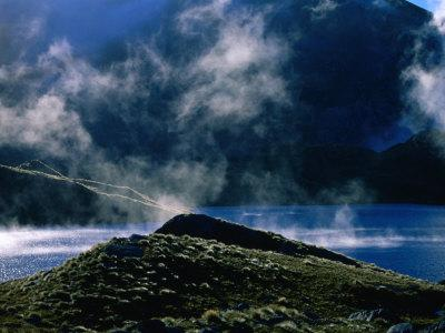 https://imgc.allpostersimages.com/img/posters/lake-roe-on-the-dusky-track-fiordland-national-park-southland-new-zealand_u-L-P4CE0X0.jpg?p=0