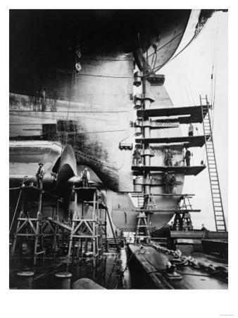 Ship Construction in Germany Photograph - Hamburg, Germany by Lantern Press