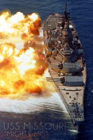 USS Missouri - Guns Firing