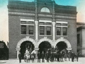 Waterloo, Iowa - Exterior View of Central Fire Station by Lantern Press