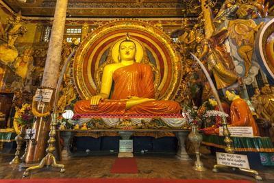 https://imgc.allpostersimages.com/img/posters/large-buddhist-statue-at-gangaramaya-temple-colombo-sri-lanka-asia_u-L-PQ8SNZ0.jpg?p=0