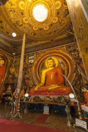 https://imgc.allpostersimages.com/img/posters/large-buddhist-statue-at-gangaramaya-temple-colombo-sri-lanka-asia_u-L-PQ8SOB0.jpg?p=0