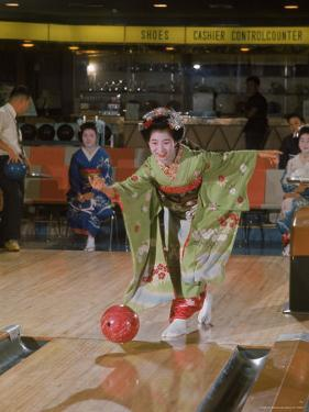 Apprentice Geisha Bowling by Larry Burrows
