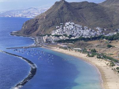 https://imgc.allpostersimages.com/img/posters/las-teresitas-beach-near-santa-cruz-de-tenerife-tenerife-canary-islands-spain-atlantic_u-L-P1TB7R0.jpg?p=0