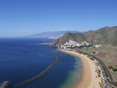 https://imgc.allpostersimages.com/img/posters/las-teresitas-tenerife-canary-islands-spain-atlantic-europe_u-L-PFNJ2V0.jpg?p=0