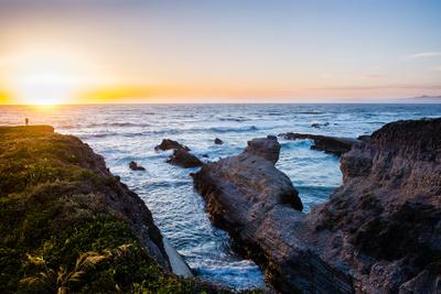 https://imgc.allpostersimages.com/img/posters/last-light-hike-as-the-sunsets-in-montana-de-oro-state-park_u-L-Q1BAOO10.jpg?p=0