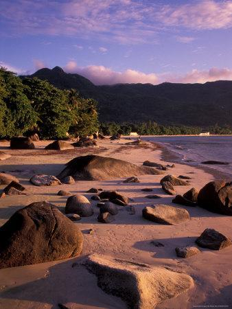 https://imgc.allpostersimages.com/img/posters/late-afternoon-light-on-beauvallon-bay-seychelles_u-L-P5888K0.jpg?p=0