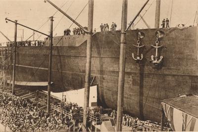 https://imgc.allpostersimages.com/img/posters/launch-of-the-battleship-hms-queen-elizabeth-16-october-1913-1935_u-L-Q1EF8T80.jpg?artPerspective=n