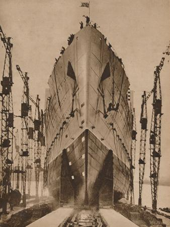 https://imgc.allpostersimages.com/img/posters/launch-of-the-cunard-ocean-liner-queen-mary-1934-1935_u-L-Q1EFAP30.jpg?artPerspective=n