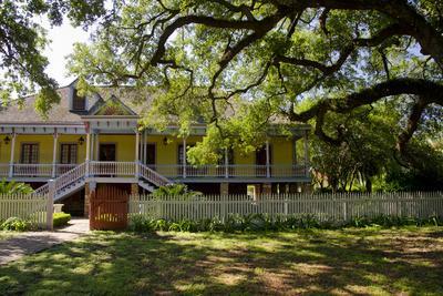 https://imgc.allpostersimages.com/img/posters/laura-historic-antebellum-creole-plantation-house-louisiana-usa_u-L-PN70NS0.jpg?p=0