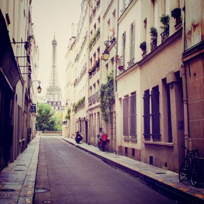 Tour Eiffel by Laura Marshall