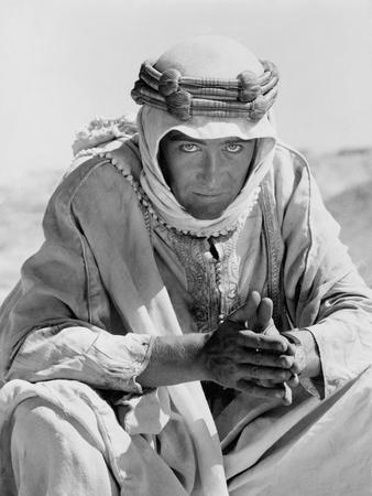 https://imgc.allpostersimages.com/img/posters/lawrence-d-arabie-lawrence-of-arabia-by-davidlean-with-peter-o-toole-1962-b-w-photo_u-L-Q1C13G50.jpg?artPerspective=n