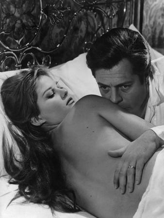 https://imgc.allpostersimages.com/img/posters/le-bel-antonio-by-maurobolognini-with-claudia-cardinale-and-marcello-mastroianni-1960-b-w-photo_u-L-Q1C343B0.jpg?artPerspective=n