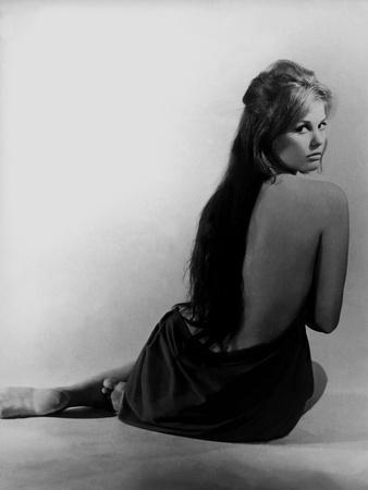 https://imgc.allpostersimages.com/img/posters/le-bel-antonio-il-bell-antonio-by-mauro-bolognini-with-claudia-cardinale-1960-b-w-photo_u-L-Q1C24EX0.jpg?artPerspective=n