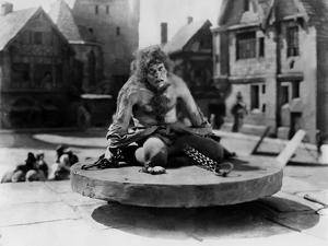 Le bossu by Notre Dame THE HUNCHBACK OF NOTRE DAME by WallaceWorsley with Lon Chaney Sr (Quasimodo)