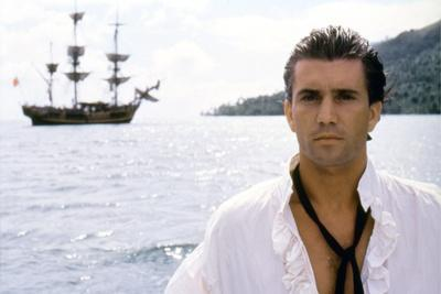 https://imgc.allpostersimages.com/img/posters/le-bounty-by-roger-donaldson-with-mel-gibson-1984-photo_u-L-Q1C1XZN0.jpg?artPerspective=n