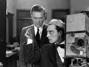le cameraman (the cameraman) by Edward Sedgwick with Buster Keaton, 1928 (b/w photo)
