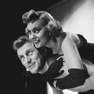 https://imgc.allpostersimages.com/img/posters/le-champion-by-markrobson-with-kirk-douglas-and-marilyn-maxwell-1949-b-w-photo_u-L-Q1C3XAC0.jpg?artPerspective=n