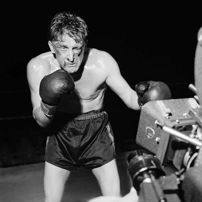 https://imgc.allpostersimages.com/img/posters/le-champion-champion-by-mark-robson-with-kirk-douglas-1949-b-w-photo_u-L-Q1C3X9I0.jpg?artPerspective=n