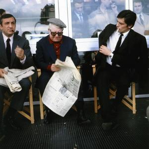 LE CLAN DES SICILIENS, 1969 directed by HENRI VERNEUIL On the set, Lino Ventura, Jean Gabin and Ala