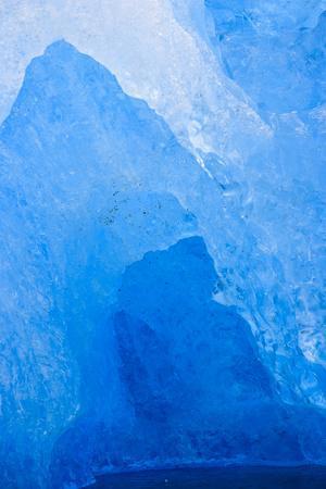 https://imgc.allpostersimages.com/img/posters/le-conte-glacier-alaska-petersburg-usa_u-L-Q1D0JVX0.jpg?artPerspective=n