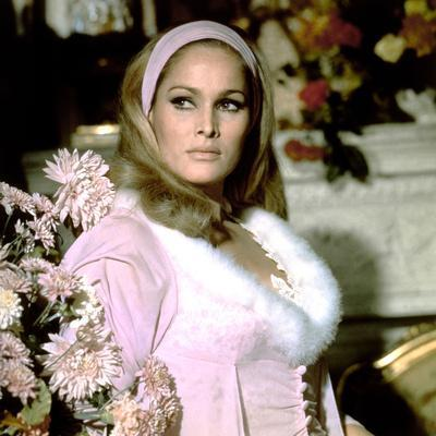 https://imgc.allpostersimages.com/img/posters/le-crepuscule-des-aigles-the-blue-max-by-johnguillermin-with-ursula-andress-1966-photo_u-L-Q1C237I0.jpg?artPerspective=n