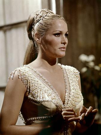 https://imgc.allpostersimages.com/img/posters/le-crepuscule-des-aigles-the-blue-max-by-johnguillermin-with-ursula-andress-1966-photo_u-L-Q1C23R70.jpg?artPerspective=n