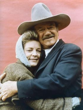 Le Dernier des Geants THE SHOOTIST by DonSiegel with John Wayne and Lauren Bacall, 1976 (photo)