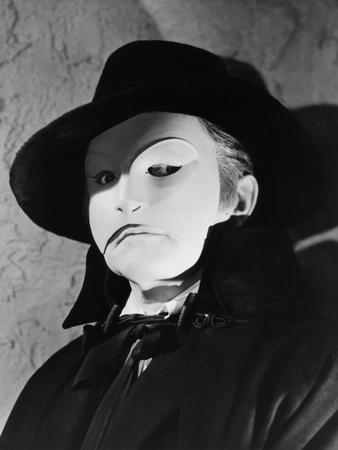 https://imgc.allpostersimages.com/img/posters/le-fantome-by-l-opera-the-phantom-of-the-opera-by-arthur-lubin-with-claude-rains-1943-b-w-photo_u-L-Q1C1VNI0.jpg?artPerspective=n